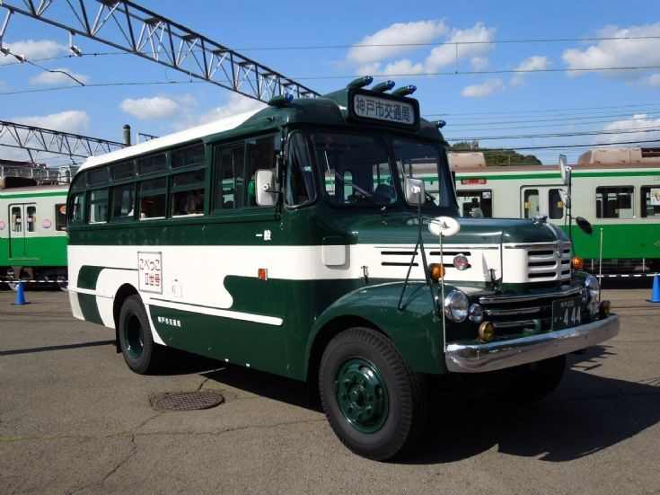 Japanese 'bonnet bus' (2)