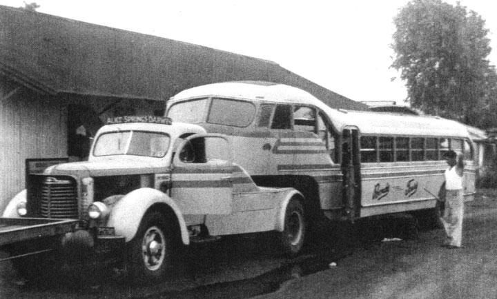 International KB7 semi-trailer coach