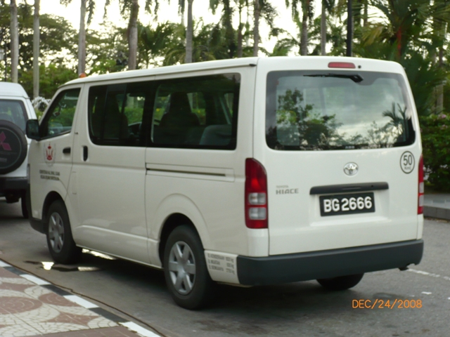 Toyota Hiace 15 seater mini bus BG2666