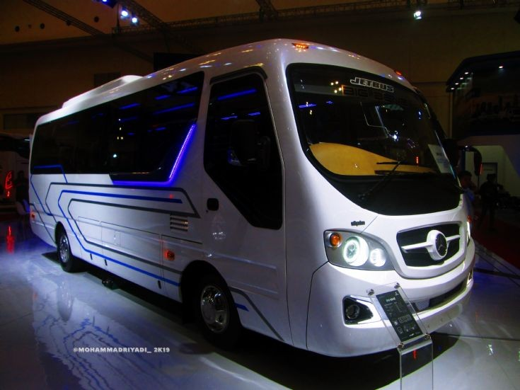 Jetbus BIG Benz first in indonesia