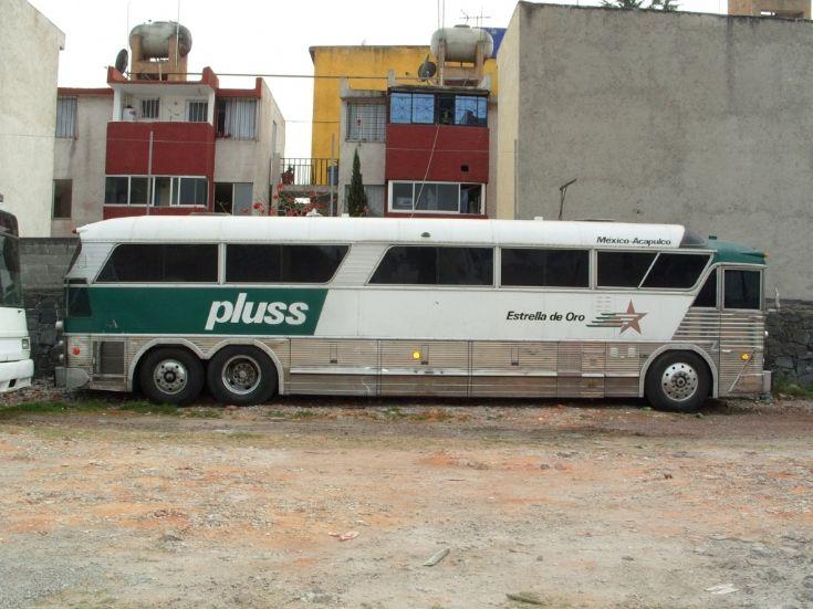 15dc5a21984e Bus and Coach Photos - Estrella de Oro tri-axle bus