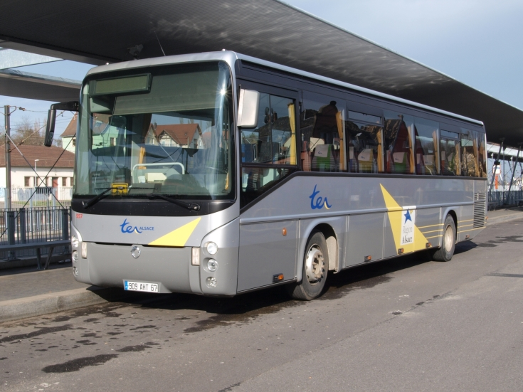 Irisbus coach registration 909AHT67