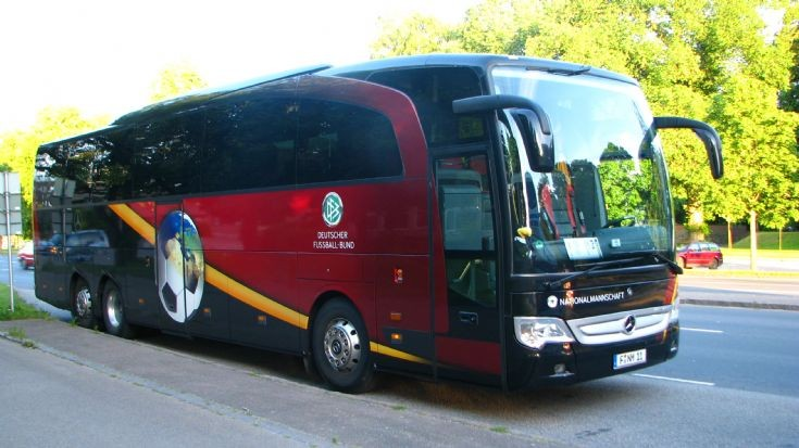 Image gallery mercedes coach for Mercedes benz charter bus
