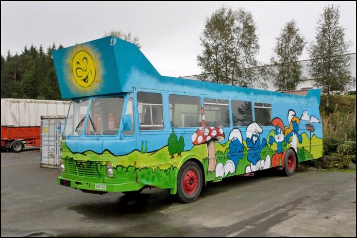 The Smurf bus