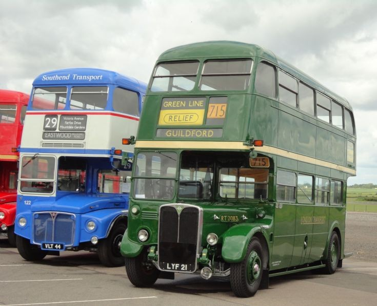 Southend 122 & LondonCountry RT 2083